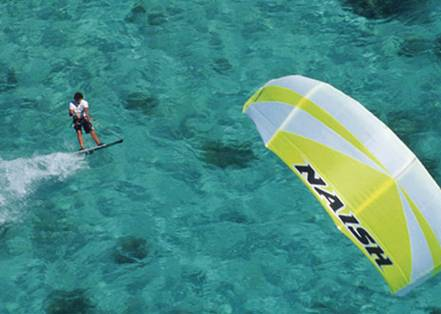 Si te gustan los deportes extremos te recomendamos playa Cabarete en Punta Cana para practicar Kitesurf.