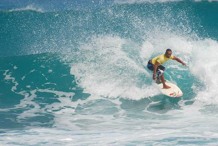 Surf en Punta Cana, bellas olas a tu disposición.